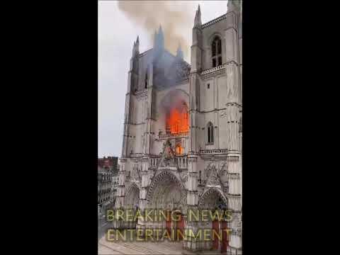 Großbrand in Kathedrale von Nantes ausgebrochen - Der Innenraum der Kathedrale steht in Flammen