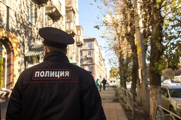 «Пришлось ломать дверь»: в Новосибирске родители на весь день оставили младенца с четырехлетним ребенком