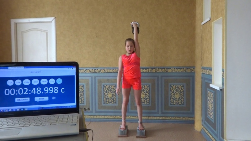 Рекорд мира по жиму гири 6кг 170 повторений за 5минут стоя на гвоздях девочка 11 лет