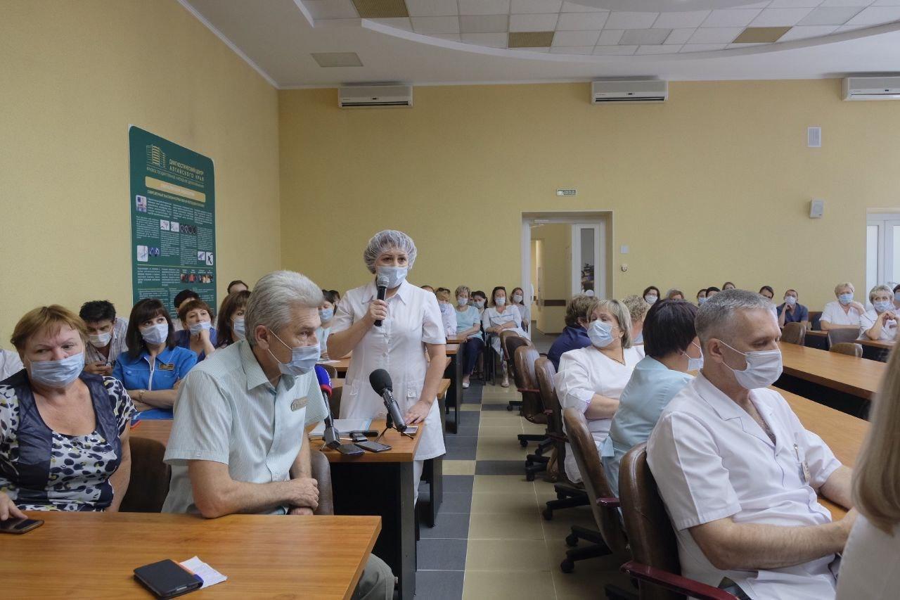 В Барнауле состоялась встреча медиков Диагностического центра и главы министерства здравоохранения Дмитрия Попова