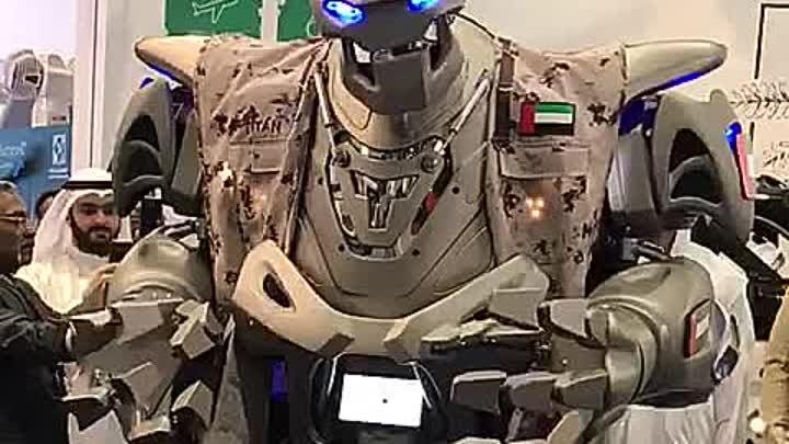 Дух захватывает огромный говорящий робот
