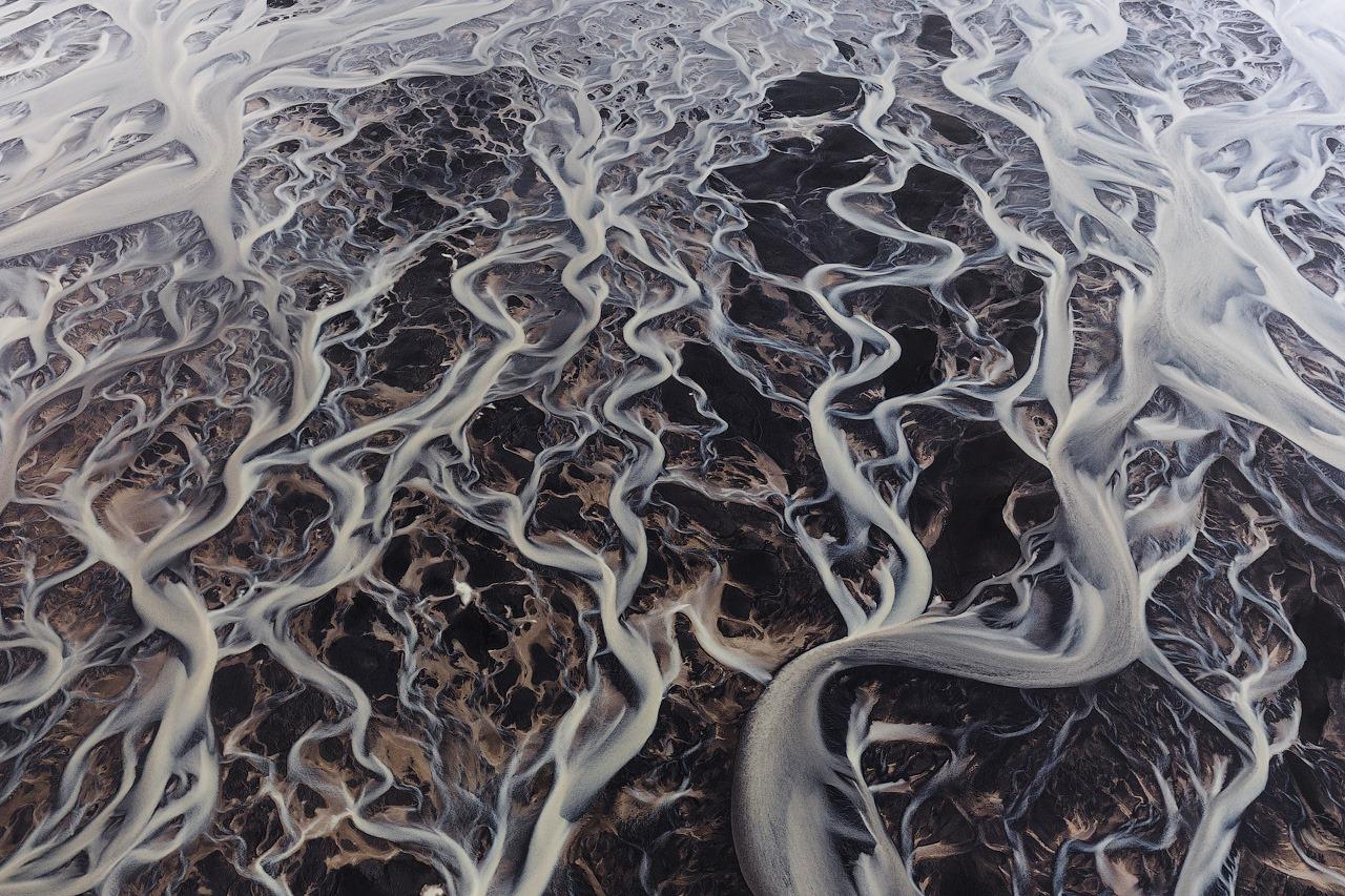 Ледниковые реки в Исландии с высоты птичьего полета, осень 2019