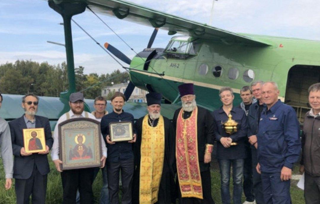 Священник, поп, иконы, самолет
