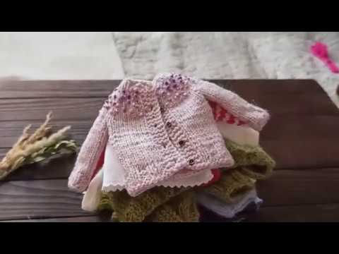 Tiny knit sweaters dresses and other outfits for Blythe and mini dolls and toys inspiration