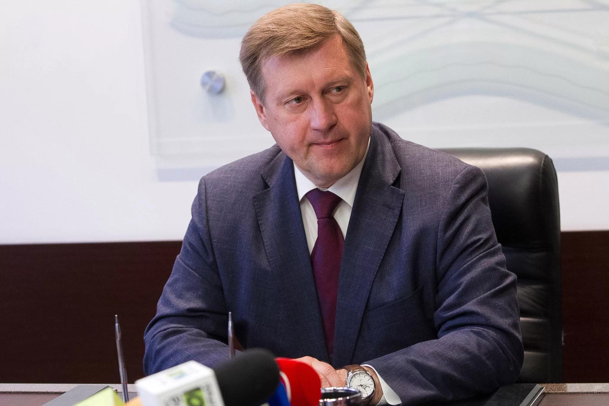 «Индивидуально разберусь и строго накажу»: Анатолий Локоть запретил отправлять людей в неоплачиваемый отпуск