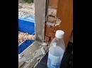 Как быстро можно загрузить кирпич в машину во время демонтажа здания.