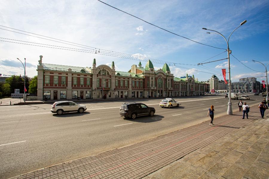 фото Коронавирус убивает рынок наружной рекламы: баннеры исчезли с улиц и метро Новосибирска 7